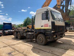 MAZ 6312 camión de contenedores