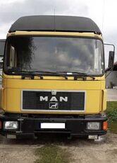 MAN 14.272  camión isotérmico